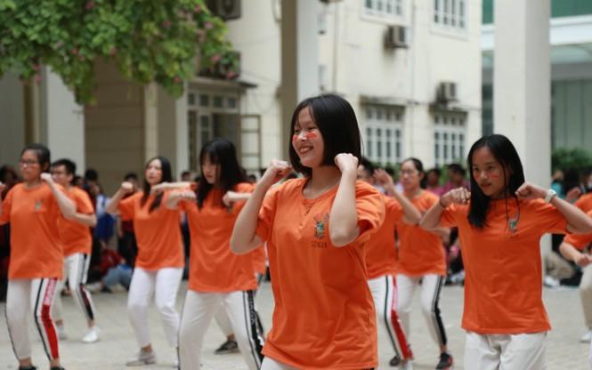 Ngày hội Flashmob náo nhiệt đa sắc màu của học sinh Chuyên Sư phạm - ảnh 1