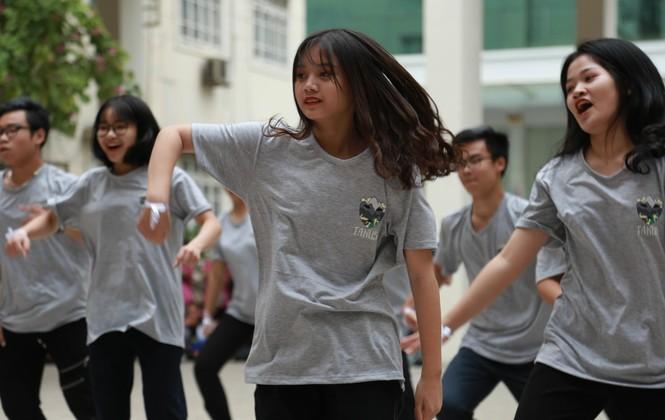Ngày hội Flashmob náo nhiệt đa sắc màu của học sinh Chuyên Sư phạm - ảnh 5