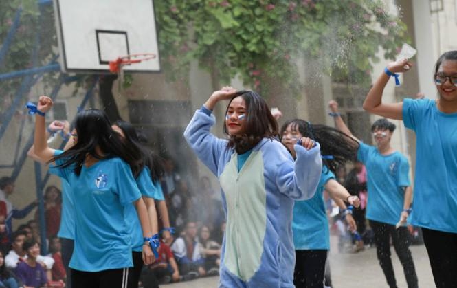 Ngày hội Flashmob náo nhiệt đa sắc màu của học sinh Chuyên Sư phạm - ảnh 6