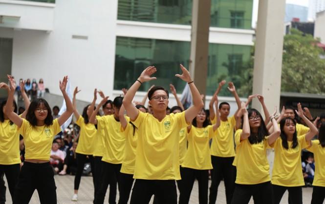 Ngày hội Flashmob náo nhiệt đa sắc màu của học sinh Chuyên Sư phạm - ảnh 3