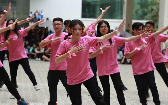 Ngày hội Flashmob náo nhiệt đa sắc màu của học sinh Chuyên Sư phạm - ảnh 2