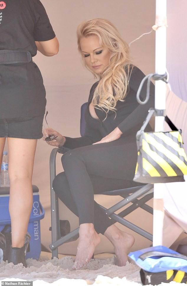 Biểu tượng gợi cảm Pamela Anderson diện áo tắm căng đầy sức sống  - ảnh 16