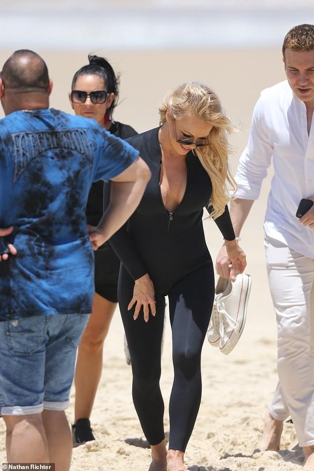 Biểu tượng gợi cảm Pamela Anderson diện áo tắm căng đầy sức sống  - ảnh 17