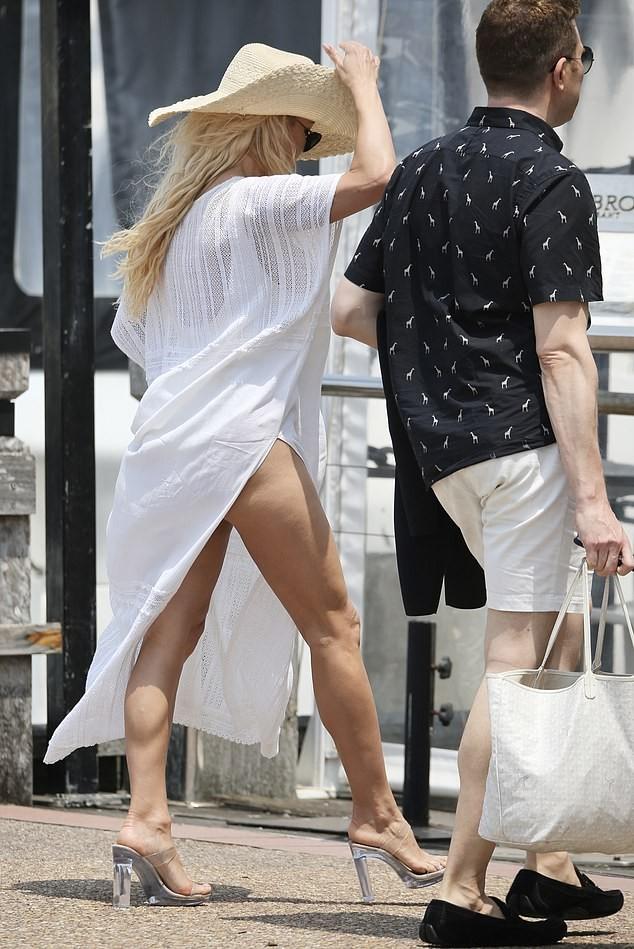 Biểu tượng gợi cảm Pamela Anderson diện áo tắm căng đầy sức sống  - ảnh 7