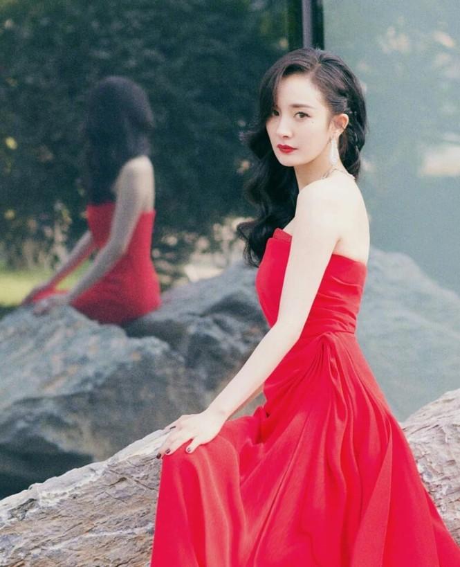 Dương Mịch ngày càng xinh đẹp với dáng vóc gợi cảm hút mắt - ảnh 20