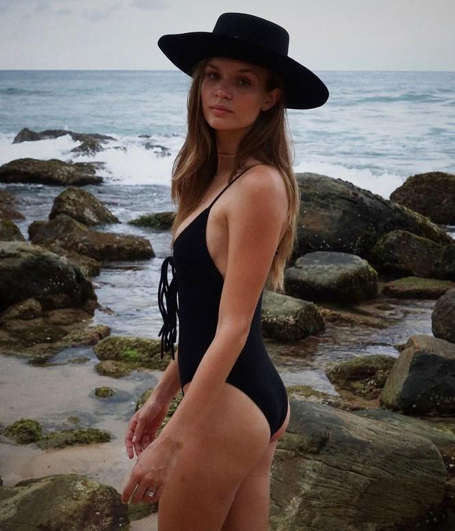 Josephine Skriver diện bikini nóng bỏng ở Sri Lanka - ảnh 4