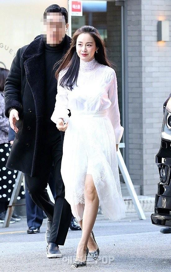 Kim Tae Hee nhan sắc và thần thái rạng ngời sau sinh con thứ 2 - ảnh 12
