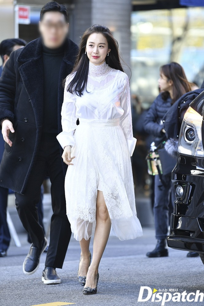 Kim Tae Hee nhan sắc và thần thái rạng ngời sau sinh con thứ 2 - ảnh 13