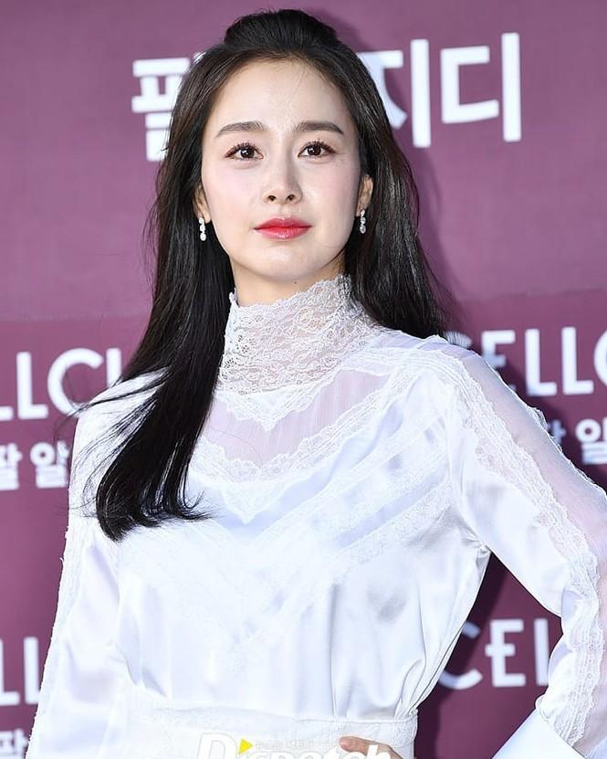 Kim Tae Hee nhan sắc và thần thái rạng ngời sau sinh con thứ 2 - ảnh 8