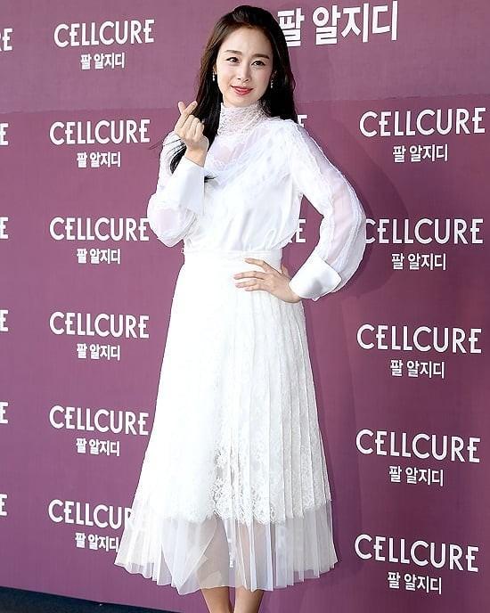 Kim Tae Hee nhan sắc và thần thái rạng ngời sau sinh con thứ 2 - ảnh 11