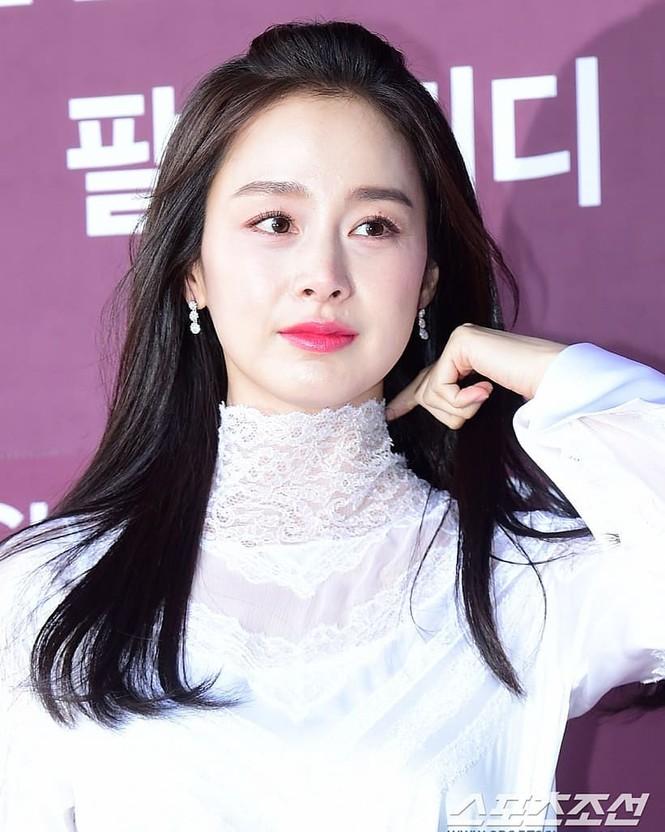 Kim Tae Hee nhan sắc và thần thái rạng ngời sau sinh con thứ 2 - ảnh 7