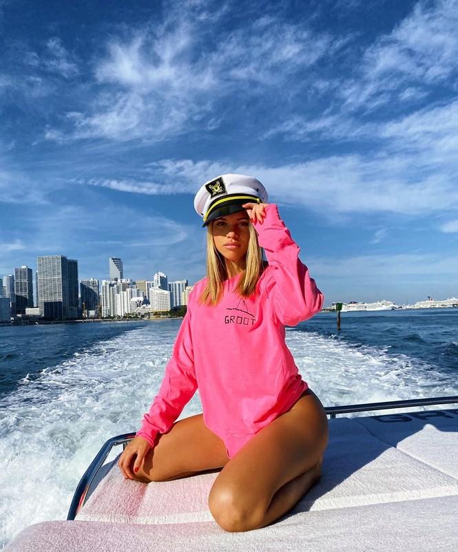 Sofia Richie diện bikini tắm nắng cùng bạn trai ở Miami - ảnh 8