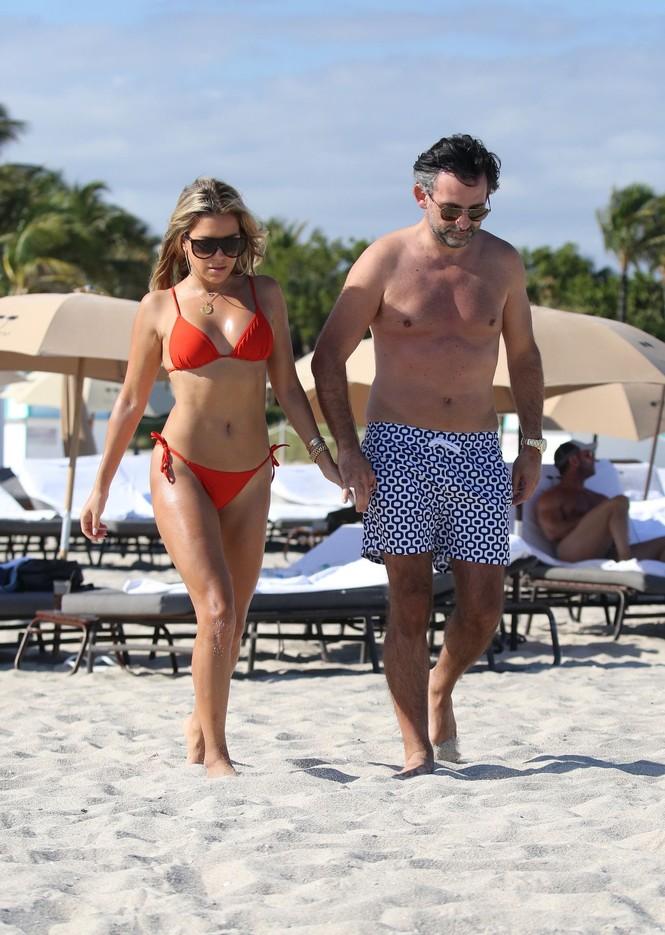 Sylvie Meis thả dáng nóng bỏng bên bạn trai ở Miami - ảnh 7