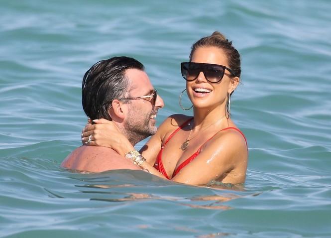 Sylvie Meis thả dáng nóng bỏng bên bạn trai ở Miami - ảnh 8