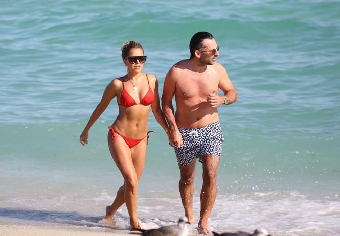 Sylvie Meis thả dáng nóng bỏng bên bạn trai ở Miami - ảnh 10