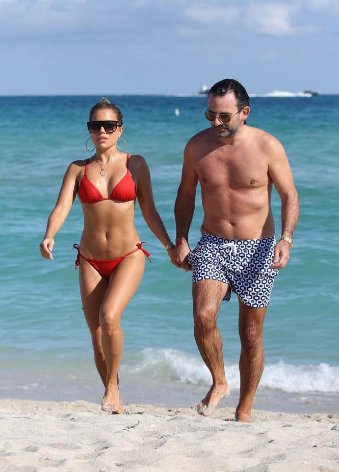 Sylvie Meis thả dáng nóng bỏng bên bạn trai ở Miami - ảnh 11