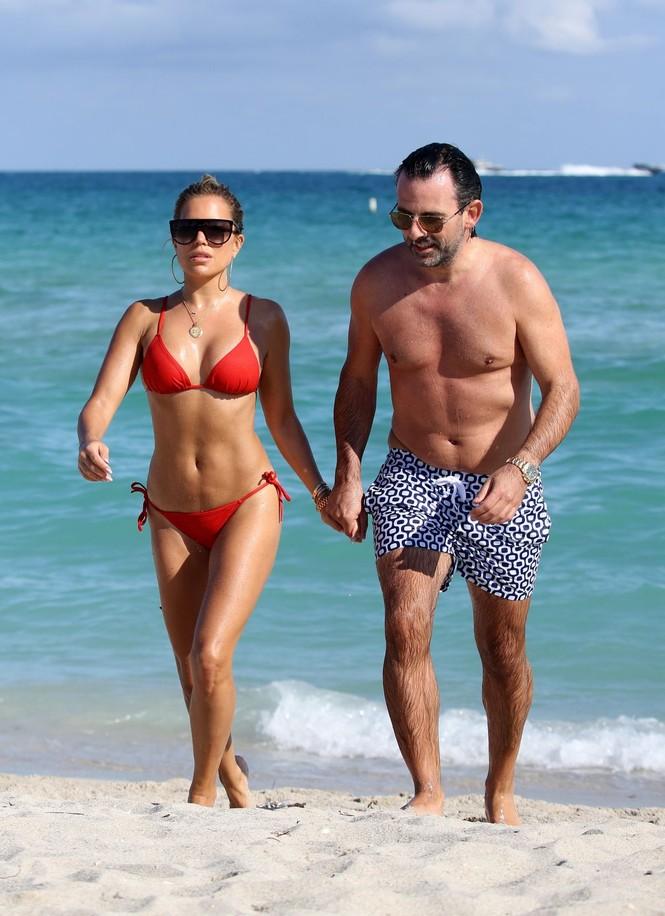 Sylvie Meis thả dáng nóng bỏng bên bạn trai ở Miami - ảnh 12