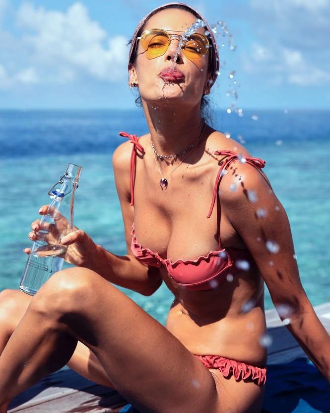 Ngất ngây ngắm đôi chân dài trứ danh của siêu mẫu Alessandra Ambrosio  - ảnh 5