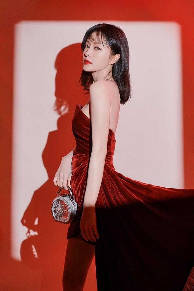 Người đẹp 'Diên Hi Công Lược' 40 tuổi trẻ đẹp gợi cảm ngỡ ngàng - ảnh 2