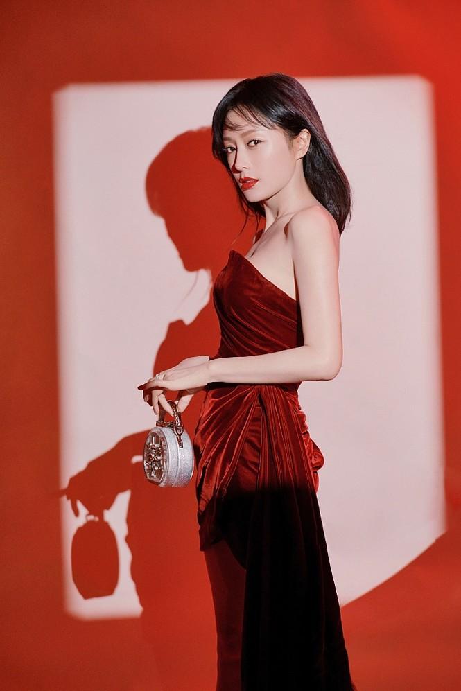 Người đẹp 'Diên Hi Công Lược' 40 tuổi trẻ đẹp gợi cảm ngỡ ngàng - ảnh 3