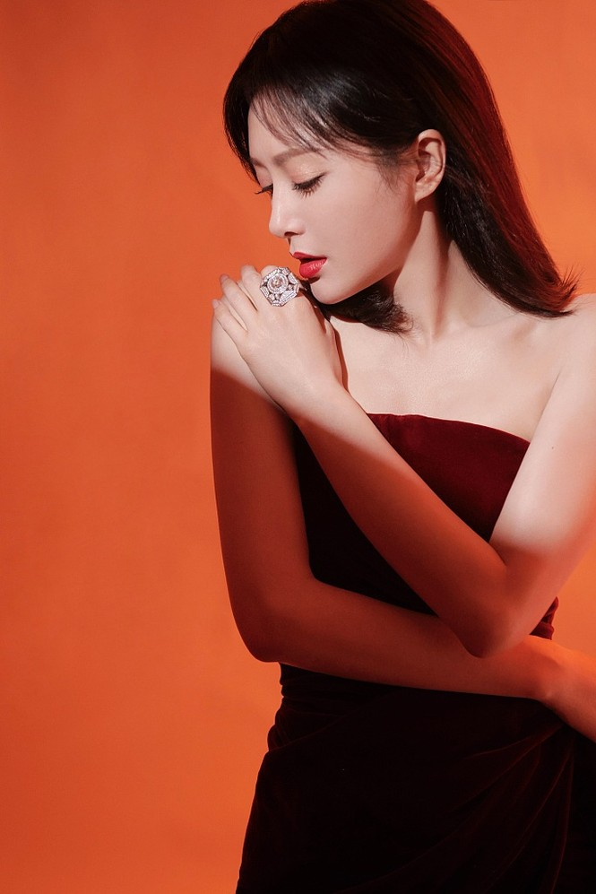 Người đẹp 'Diên Hi Công Lược' 40 tuổi trẻ đẹp gợi cảm ngỡ ngàng - ảnh 4