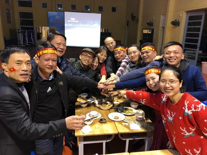 Triệu cổ động viên hò reo ăn mừng U22 Việt Nam vô địch SEA Games 30 - ảnh 13