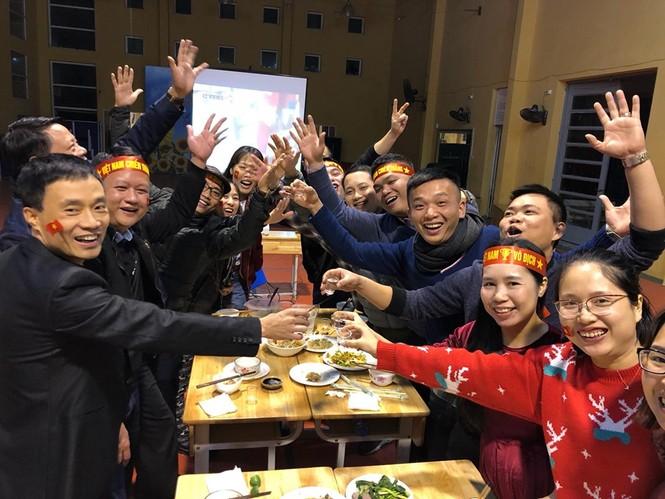 Triệu cổ động viên hò reo ăn mừng U22 Việt Nam vô địch SEA Games 30 - ảnh 14