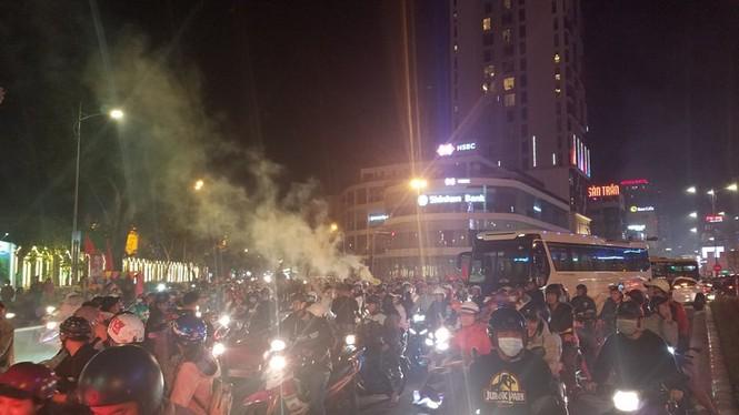 Triệu người xuống đường, phố phường rợp cờ ăn mừng U22 Việt Nam vô địch - ảnh 37