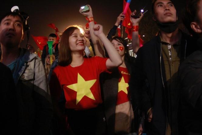 Triệu cổ động viên hò reo ăn mừng U22 Việt Nam vô địch SEA Games 30 - ảnh 4
