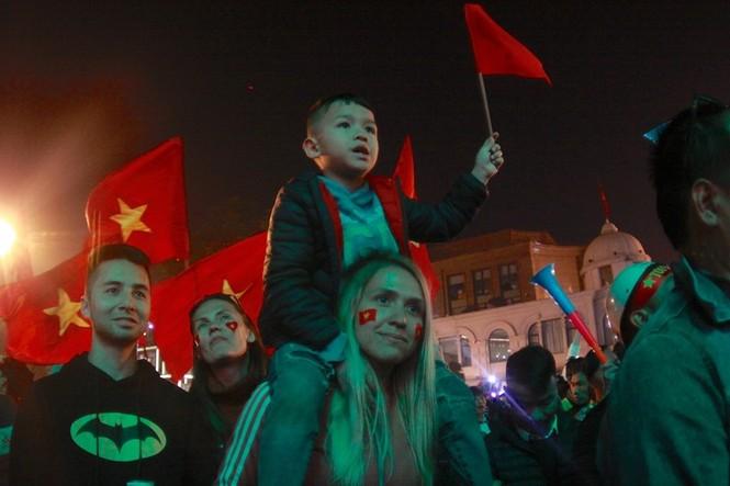 Triệu cổ động viên hò reo ăn mừng U22 Việt Nam vô địch SEA Games 30 - ảnh 6