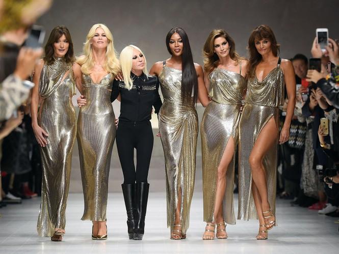 Mê mẩn sắc vóc tuyệt mỹ của siêu mẫu huyền thoại Naomi Campbell  - ảnh 6