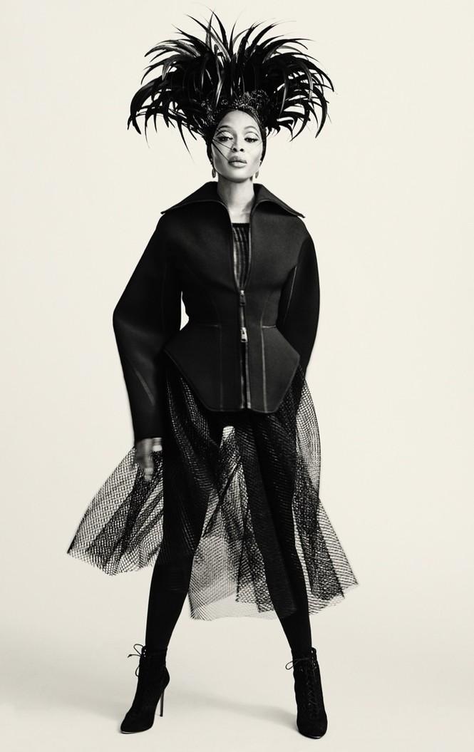 Mê mẩn sắc vóc tuyệt mỹ của siêu mẫu huyền thoại Naomi Campbell  - ảnh 11