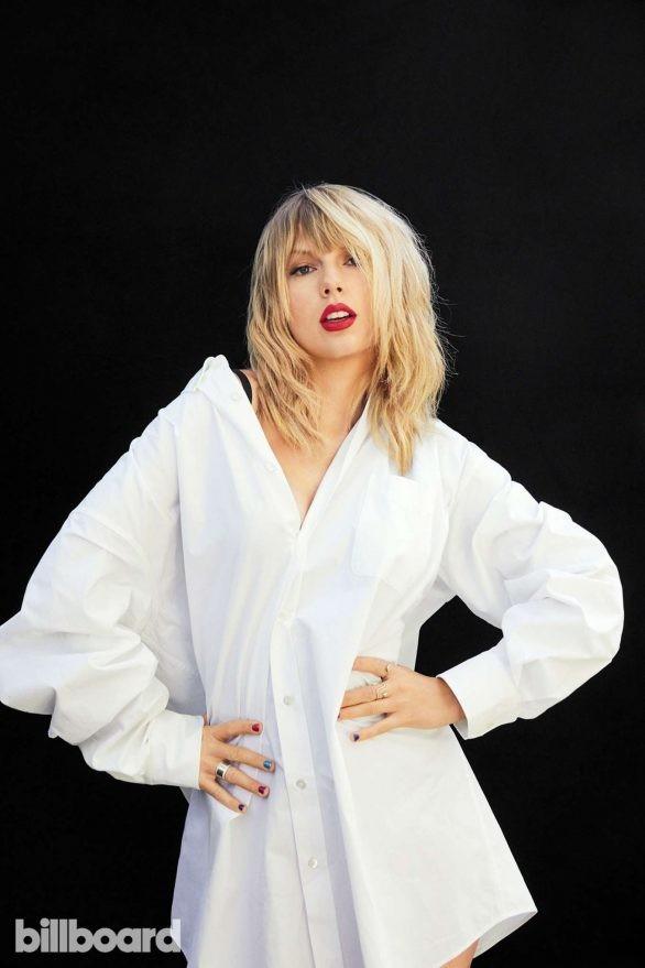 Taylor Swift bất ngờ khoe dáng tròn đầy nảy nở - ảnh 10