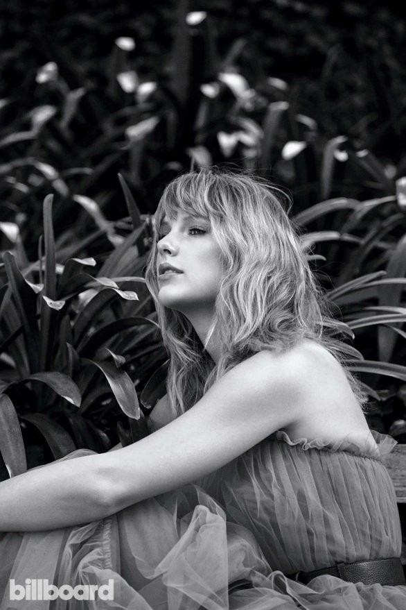 Taylor Swift bất ngờ khoe dáng tròn đầy nảy nở - ảnh 9