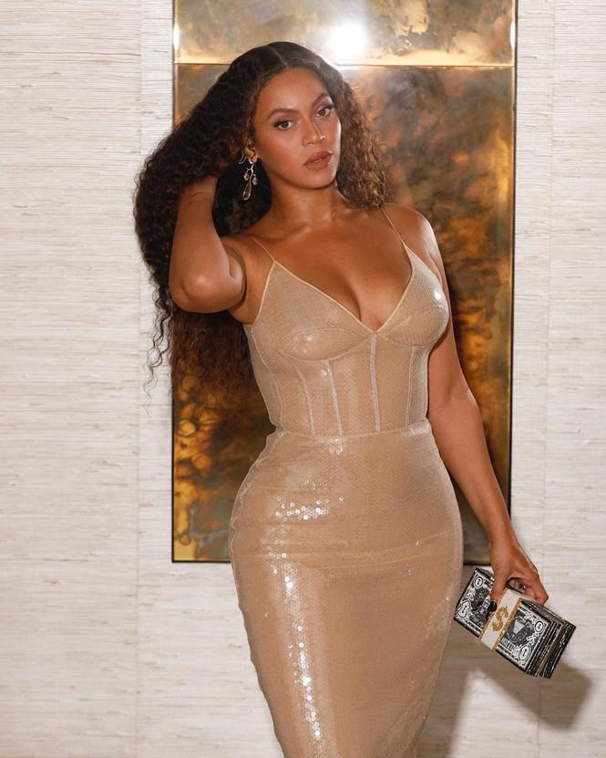 Beyonce diện váy bó xẻ cao tôn đường cong bốc lửa - ảnh 10