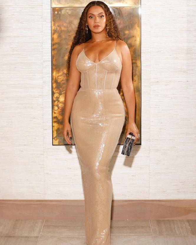 Beyonce diện váy bó xẻ cao tôn đường cong bốc lửa - ảnh 13