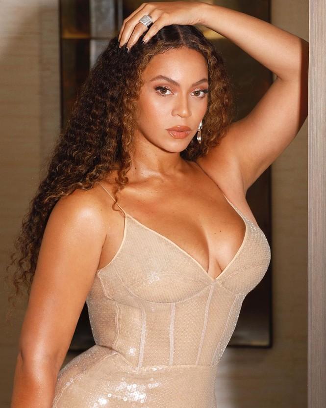 Beyonce diện váy bó xẻ cao tôn đường cong bốc lửa - ảnh 11
