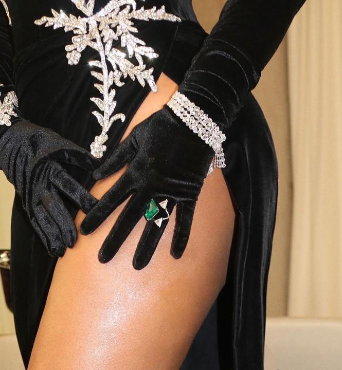 Beyonce diện váy bó xẻ cao tôn đường cong bốc lửa - ảnh 5