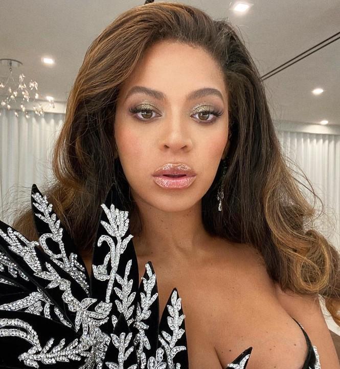 Beyonce diện váy bó xẻ cao tôn đường cong bốc lửa - ảnh 6