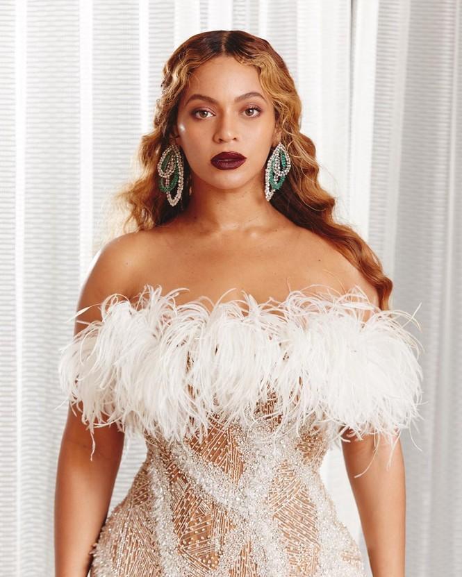 Beyonce diện váy bó xẻ cao tôn đường cong bốc lửa - ảnh 7