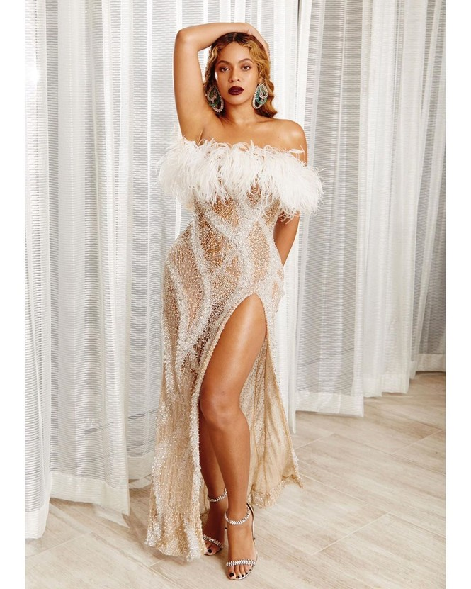 Beyonce diện váy bó xẻ cao tôn đường cong bốc lửa - ảnh 9