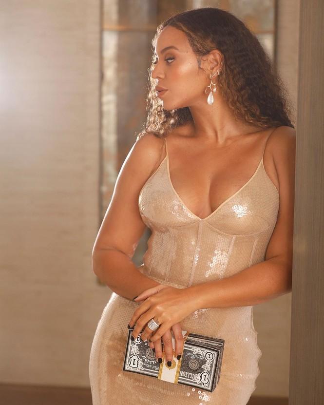 Beyonce diện váy bó xẻ cao tôn đường cong bốc lửa - ảnh 12