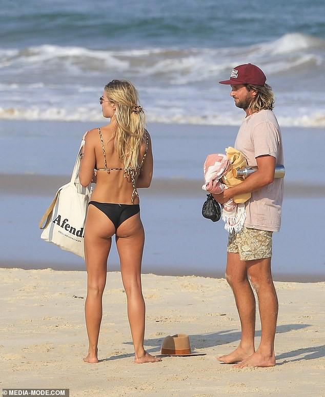 Người đẹp Úc Elyse Knowles diện bikini dạo biển lãng mạn bên bạn trai - ảnh 6