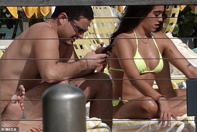 Con gái 9x của Madonna diện bikini đầy sức sống trên biển - ảnh 5