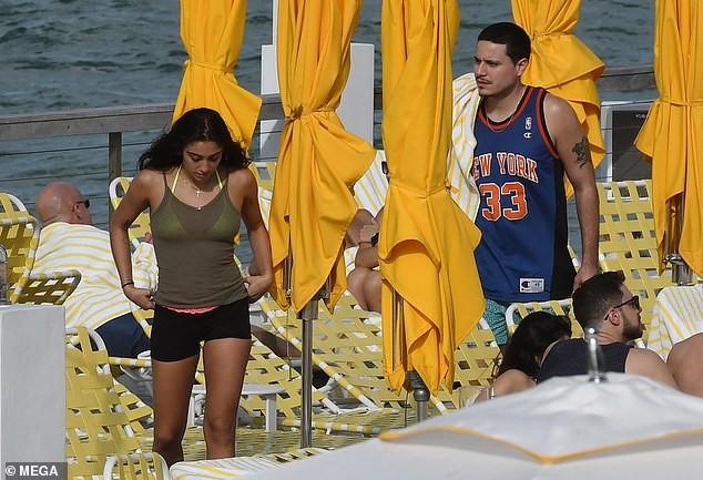 Con gái 9x của Madonna diện bikini đầy sức sống trên biển - ảnh 8