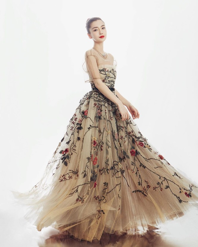 'Công chúa' Angelababy xinh đẹp lộng lẫy 'vạn người mê' - ảnh 3