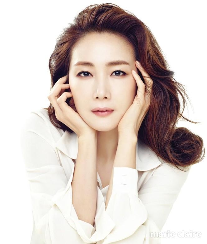 Người đẹp 'Bản tình ca mùa đông' Choi Ji Woo mang bầu ở tuổi 44 - ảnh 3