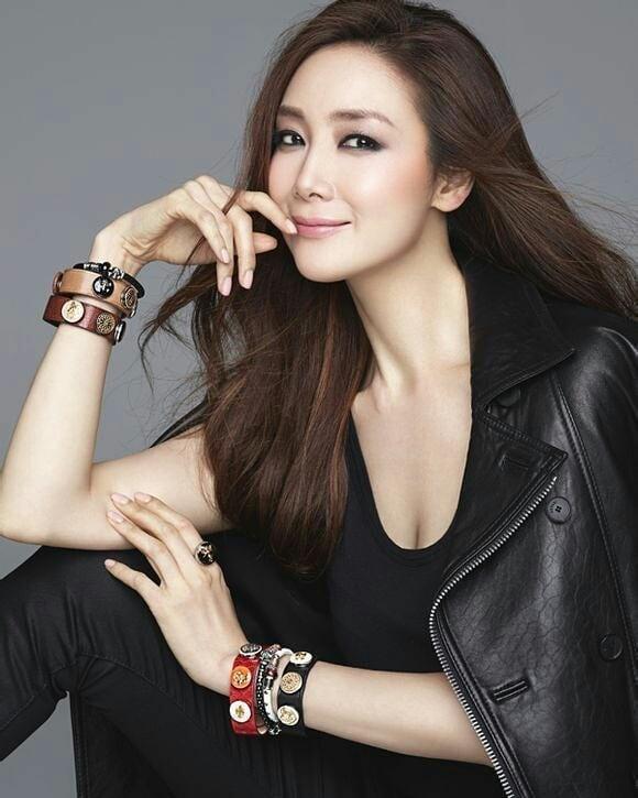 Người đẹp 'Bản tình ca mùa đông' Choi Ji Woo mang bầu ở tuổi 44 - ảnh 1