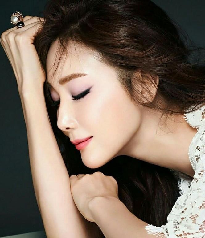 Người đẹp 'Bản tình ca mùa đông' Choi Ji Woo mang bầu ở tuổi 44 - ảnh 2