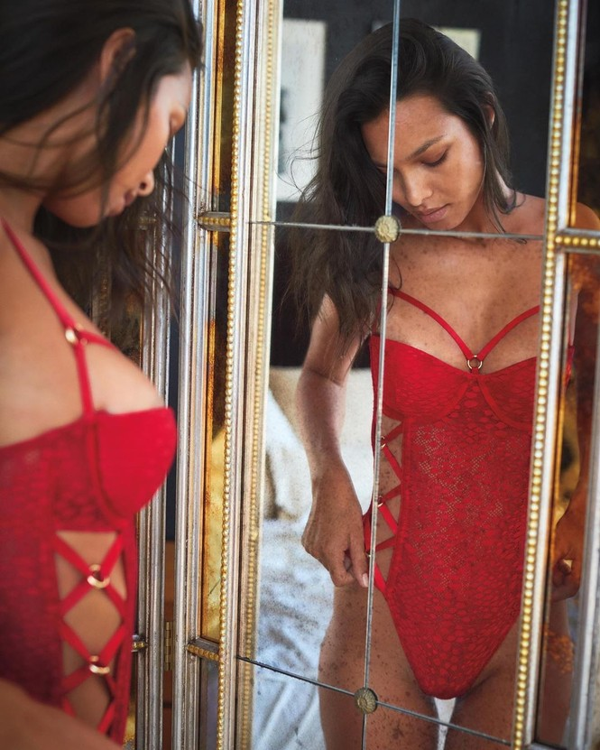 Dàn người đẹp Victoria's Secret rực lửa đón Giáng sinh - ảnh 3